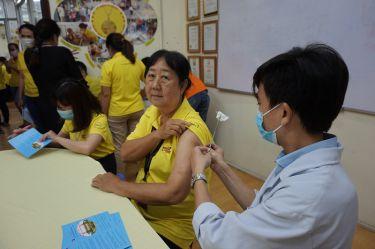 Vi tính Nguyên Kim tiến hành tiêm vắc xin cúm năm 2020